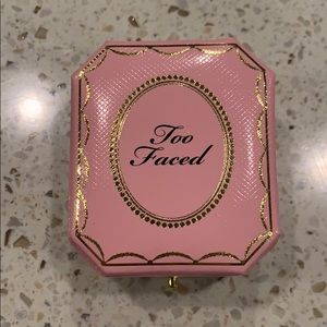 Too faced fancy pink diamond highlighter